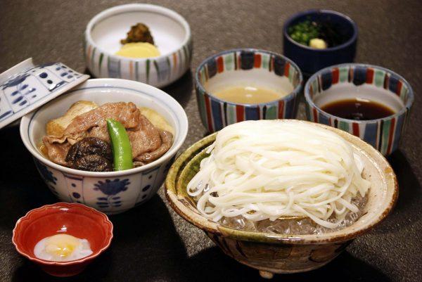 稲庭うどん定食とすき焼小丼