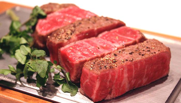 熱々鉄板焼ステーキ