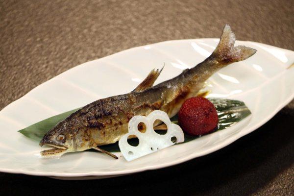 鮎塩焼としゃぶしゃぶ小鍋のコース 鮎塩焼(焼物)