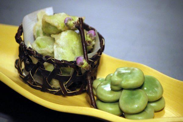 蚕豆 塩茹でと天ぷら